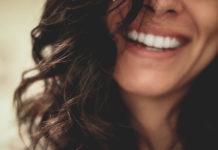 Ile kosztuje wybielanie zębów?