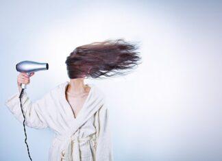 Zbyt częste suszenie może prowadzić do nadmiernego wypadania włosów
